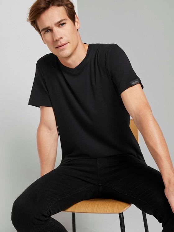 Basic Shirt mit V-Ausschnitt - Männer - Black - 5 - TOM TAILOR