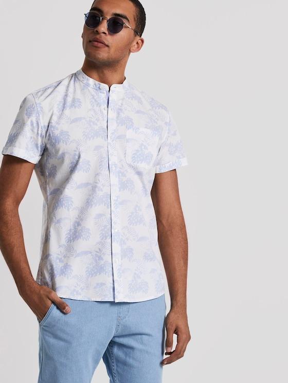 Gemustertes Kurzarm-Hemd mit kurzem Stehkragen - Männer - light blue tonal palm design - 5 - TOM TAILOR Denim