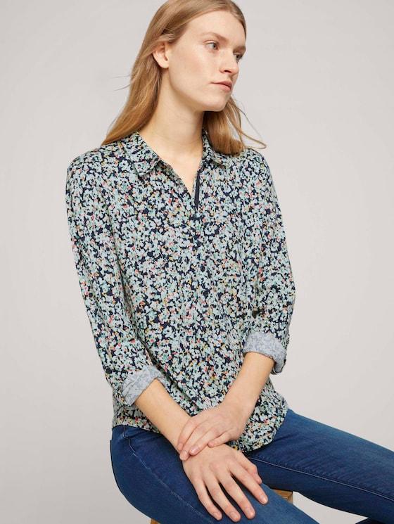 Gemustertes Henley Shirt - Frauen - navy burred floral design - 5 - TOM TAILOR