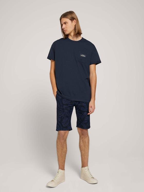 Leinen Chino Slim Shorts mit Leinen - Männer - blue monstera leaf print - 3 - TOM TAILOR Denim
