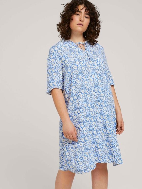Rüschen Kleid mit LENZING™ ECOVERO™ im Blumenmuster - Frauen - blue flower paisley - 5 - My True Me