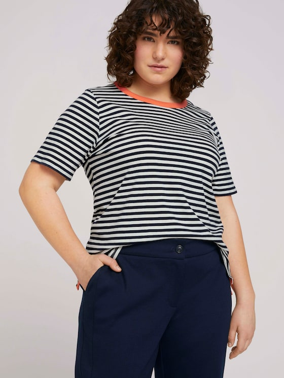 Striped t-shirt made with organic cotton   - Women - navy white regular stripe - 5 - My True Me