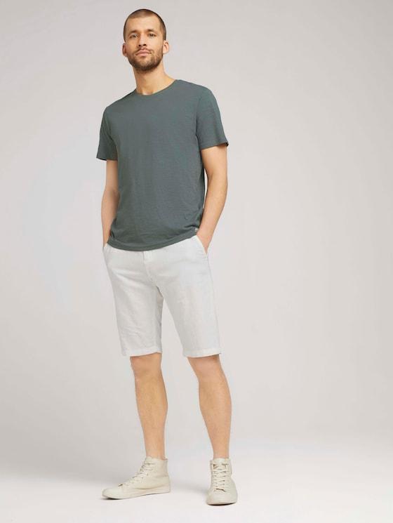 Josh Chino Bermuda Shorts mit Bio-Baumwolle - Männer - Off White - 3 - TOM TAILOR