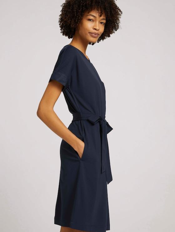 Elastisches Kleid mit Bindegürtel - Frauen - Sky Captain Blue - 5 - Mine to five
