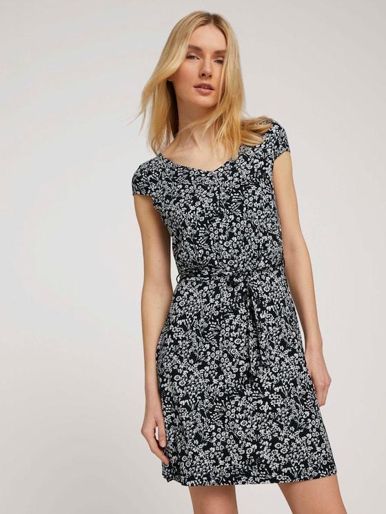 Gemustertes Jerseykleid mit Bindegürtel - Frauen - navy offwhite flower design - 5 - TOM TAILOR