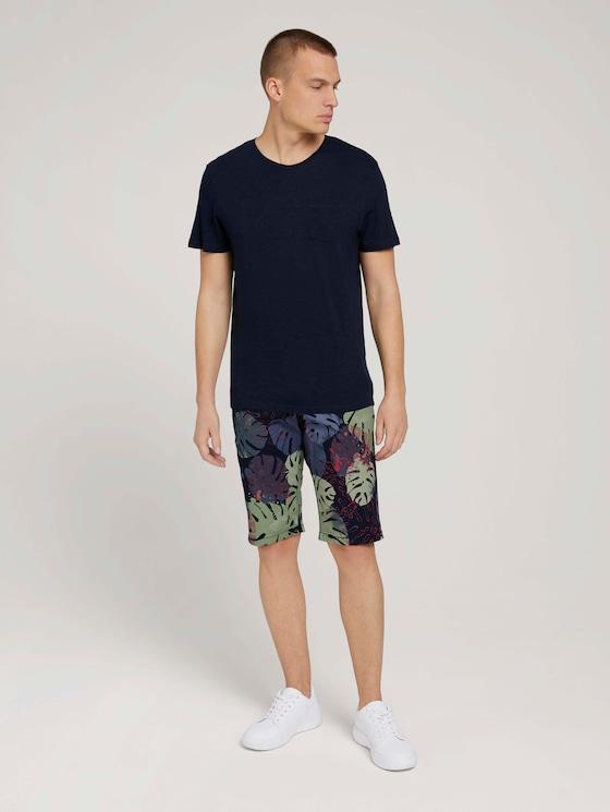 Josh Regular Slim Shorts - Männer - dark blue paint leaf design - 3 - TOM TAILOR