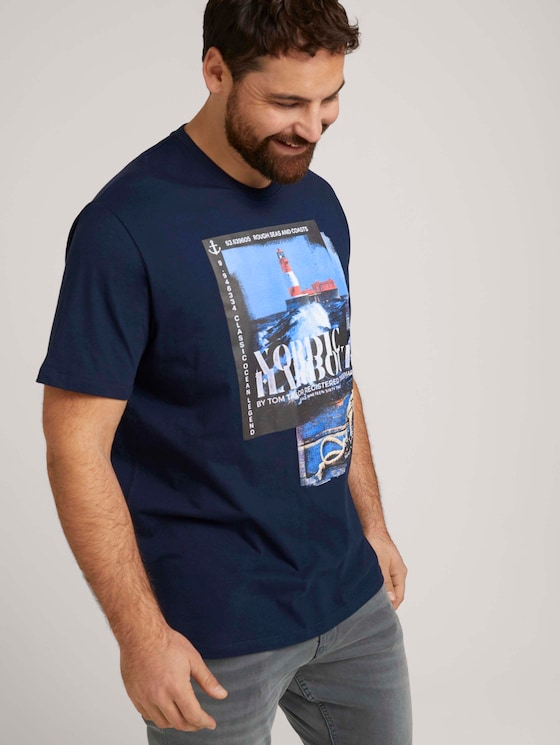 T-Shirt mit Print mit Bio-Baumwolle   - Männer - Dark Blue - 5 - Men Plus