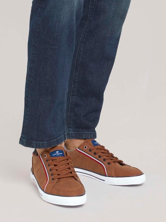 Sneaker mit Streifendetail - Männer - cognac - 5 - TOM TAILOR