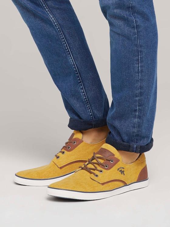 Strukturierte Schnürschuhe mit Lederdetails - Männer - yellow - 5 - TOM TAILOR