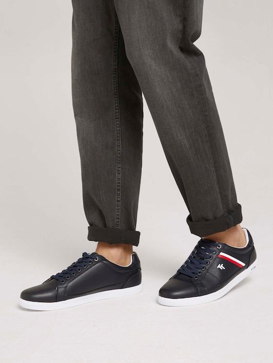 Sneaker mit seitlichen Akzenten - Männer - navy - 5 - TOM TAILOR