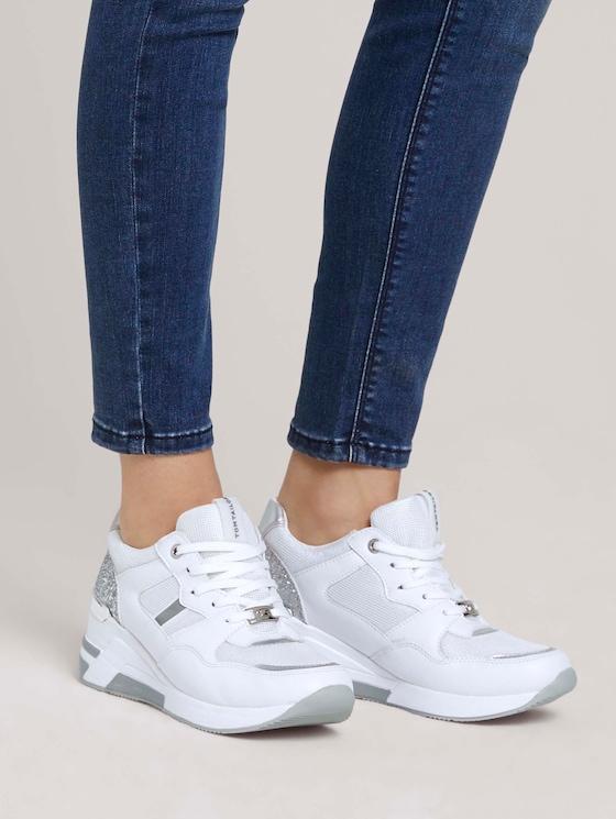 Sneaker mit Keilabsatz - Frauen - white-silver - 5 - TOM TAILOR