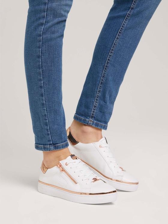 Metallic Sneaker mit Reißverschluss-Details - Frauen - white - 5 - TOM TAILOR