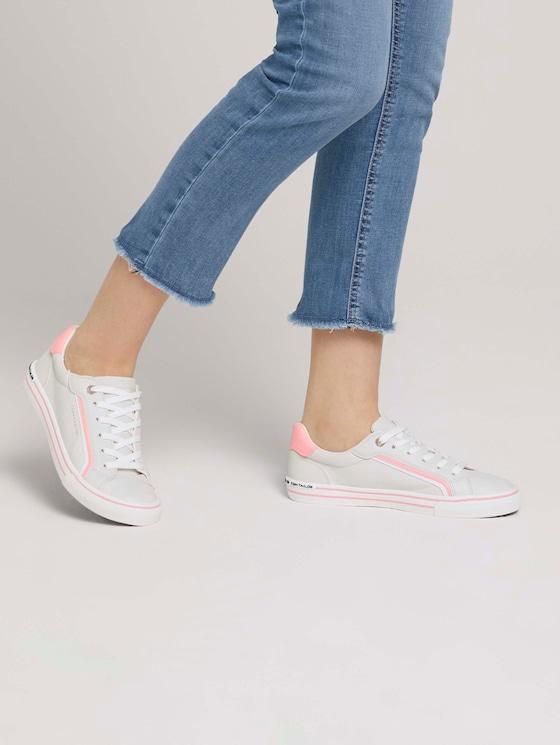 Sneaker mit Streifendetail - Frauen - offwhite coral - 5 - TOM TAILOR