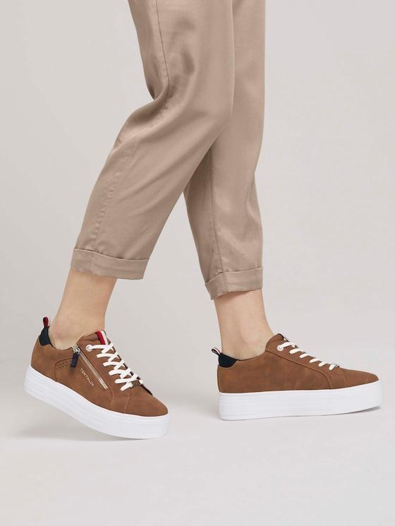 Sneaker mit Reißverschluss-Details - Frauen - cognac - 5 - TOM TAILOR Denim