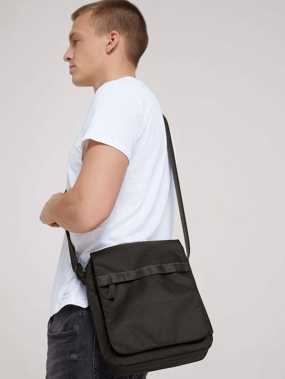 Jon Umhängetasche mit Überschlag aus recycletem Polyester - Männer - schwarz / black - 5 - TOM TAILOR