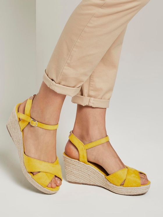 Sandalette mit Keilabsatz aus Wildlederimitat - Frauen - yellow - 5 - TOM TAILOR