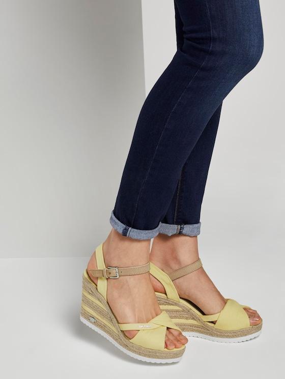 Bunte Sandalette mit Keilabsatz - Frauen - yellow - 5 - TOM TAILOR
