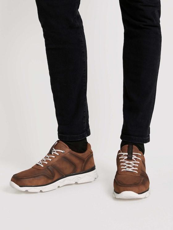 Sneaker aus Kunstleder - Männer - cognac - 5 - TOM TAILOR